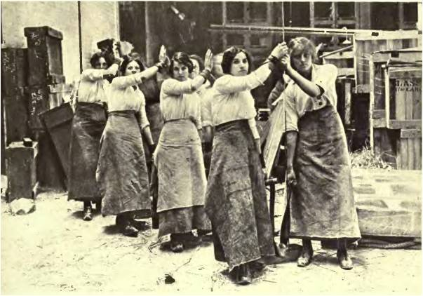 womens role in ww1 2018-6-17 the domestic effects on women, women and the war, australia and world war i,  image 1 - by the end of ww1 clothing for.